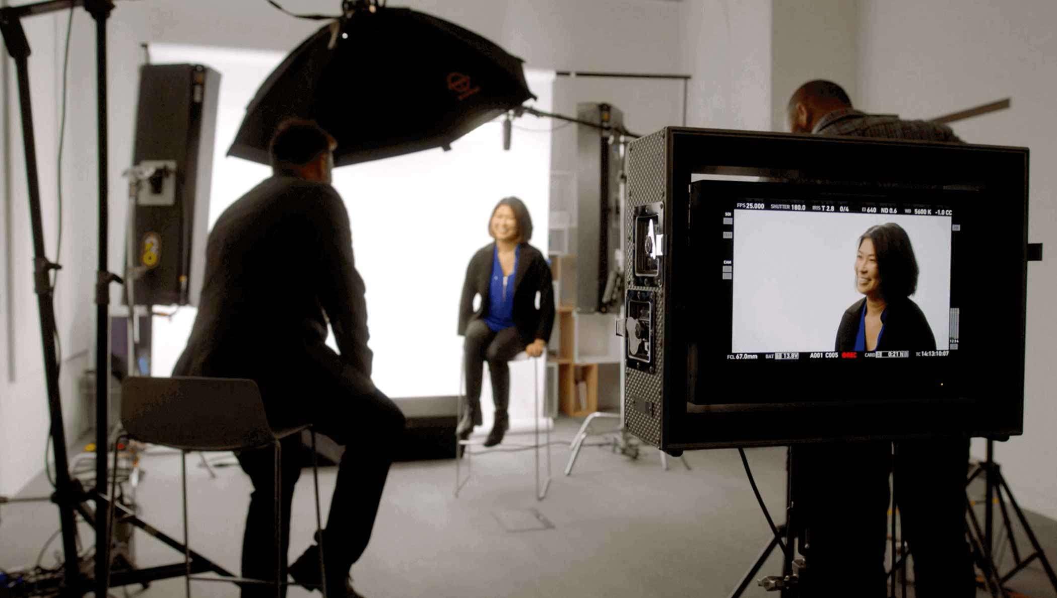 Imagem fixa do executivo da Unilever sendo entrevistado pela DocuSign sobre CLM neste vídeo