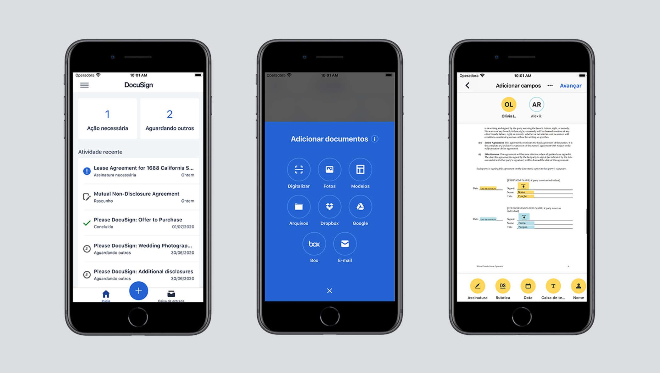 Três telas de celular mostrando as funcionalidades do DocuSign eSignature: uma com o status dos documentos enviados para assinatura, outra com opções de upload de documentos, e por último, um documento sendo assinado.